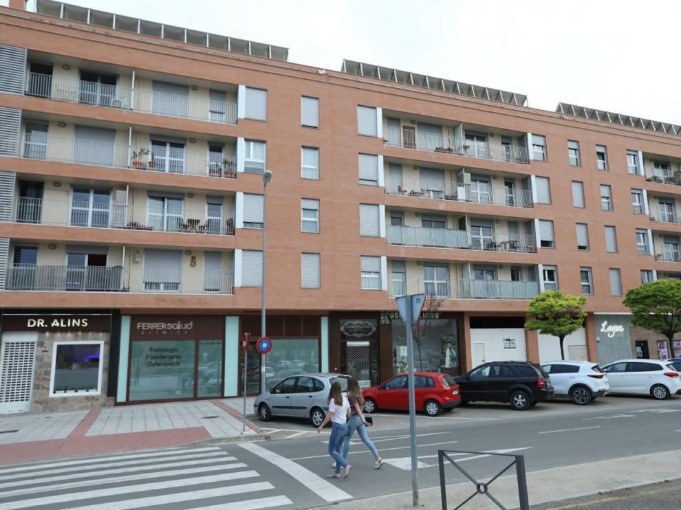 El edificio de VPO se encuentra en la calle Teruel, en Huesca, y fue construido sobre los terrenos del antiguo cuartel de Artillería.