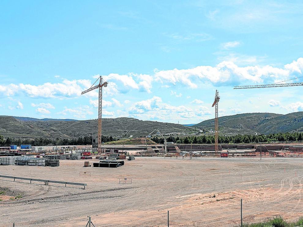 El montaje de las tres grúas en el Planizar motivó una orden de paralización del Ayuntamiento