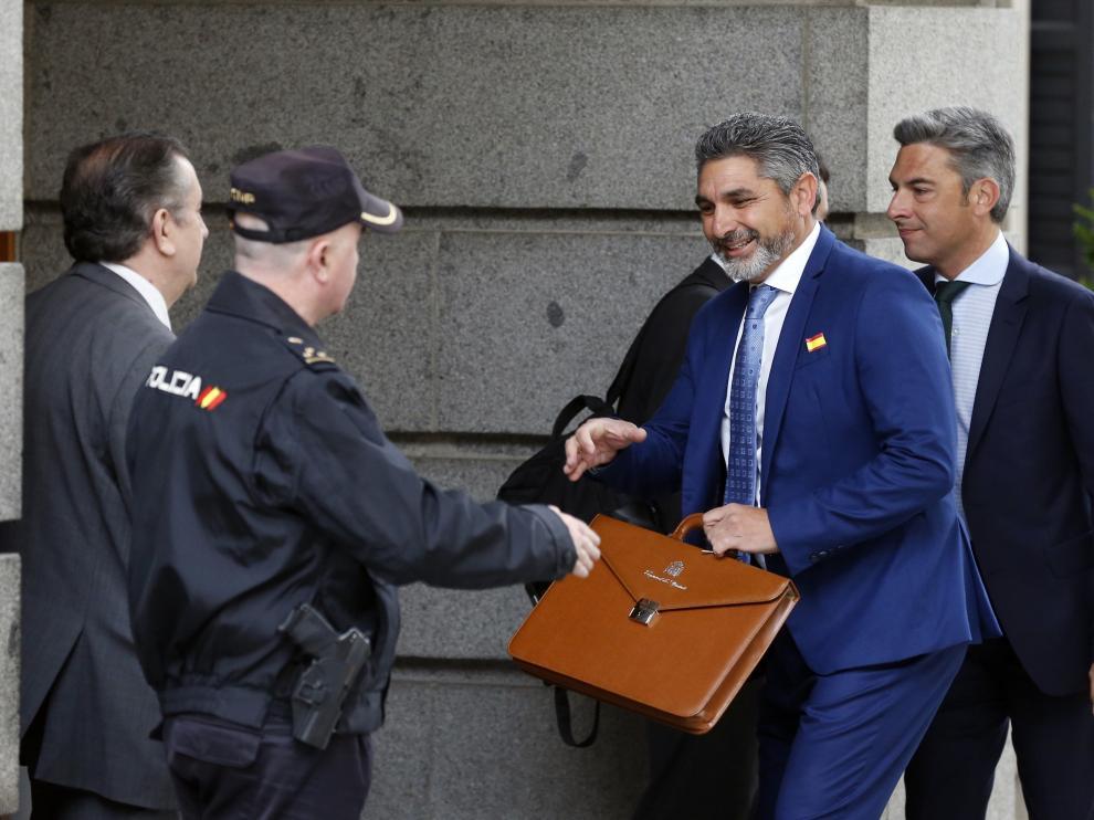 Juan José Cortes a su llegada a las Cortes en su sesión constitutiva en mayo.