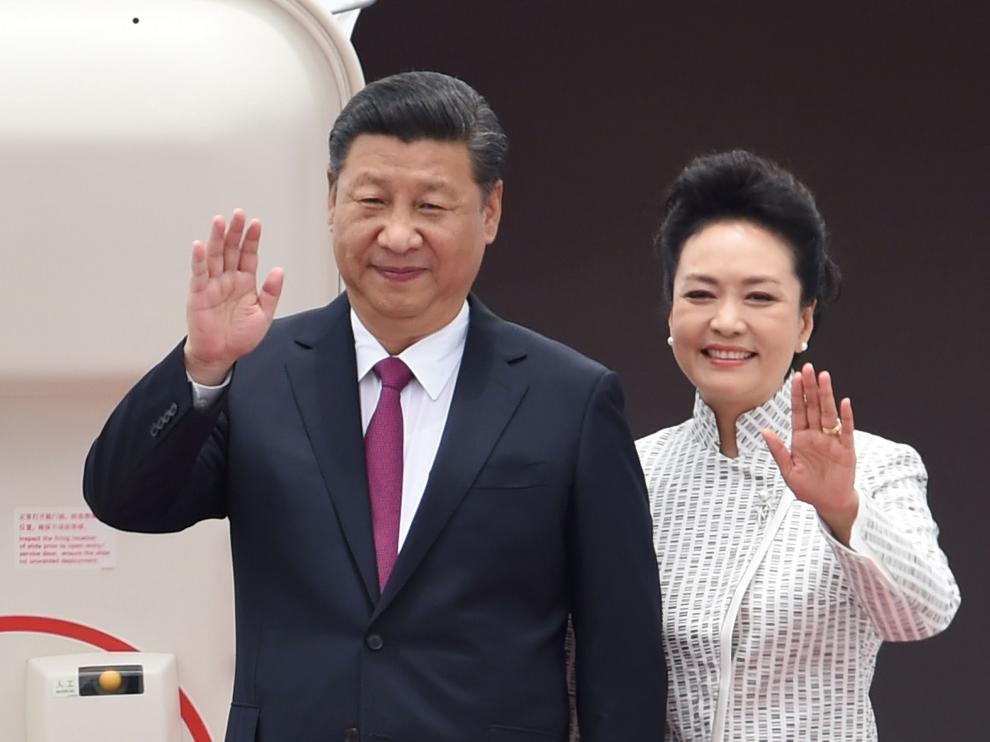 El presidente de China, Xi Jinping, con su esposa, la cantante Peng Liyuan.