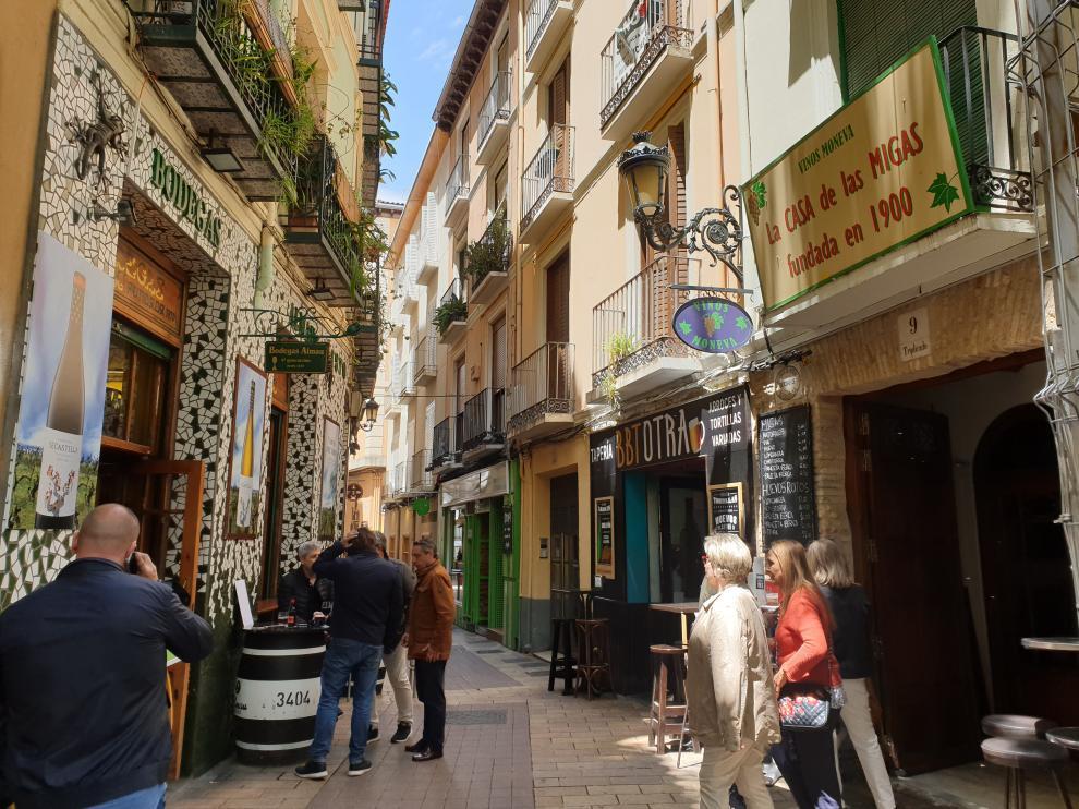 La calle Estébanes, en El Tubo de Zaragoza, cuenta con 17 bares en 170 metros.