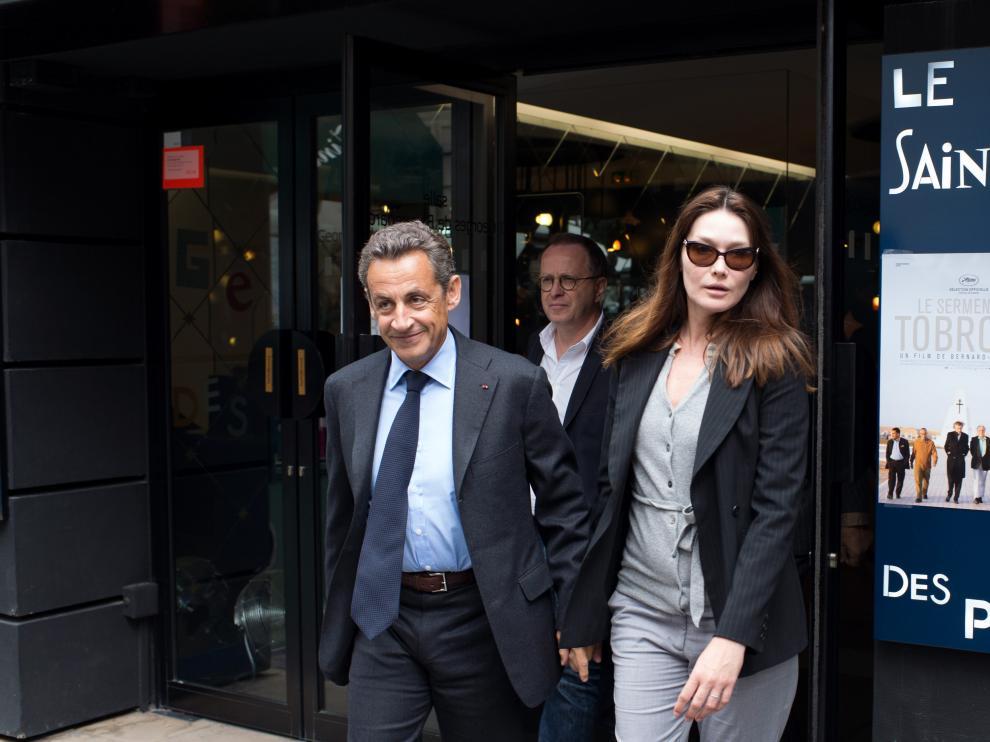 Nicolas Sarkozy y Carla Bruni, cuya relación se hizo pública justo con la llegada del primero a la presidencia de Francia, en 2007.