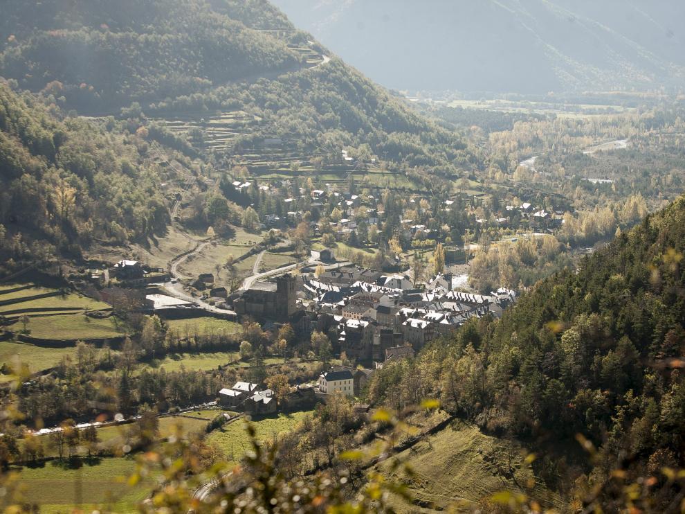 Vista general de la localidad de Broto.