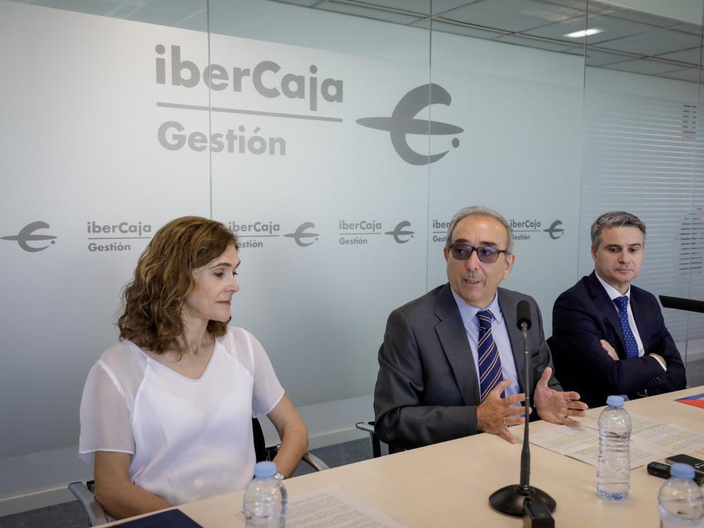 Lili Corredor, Rodrigo Galán y Óscar del Diego, de Ibercaja.