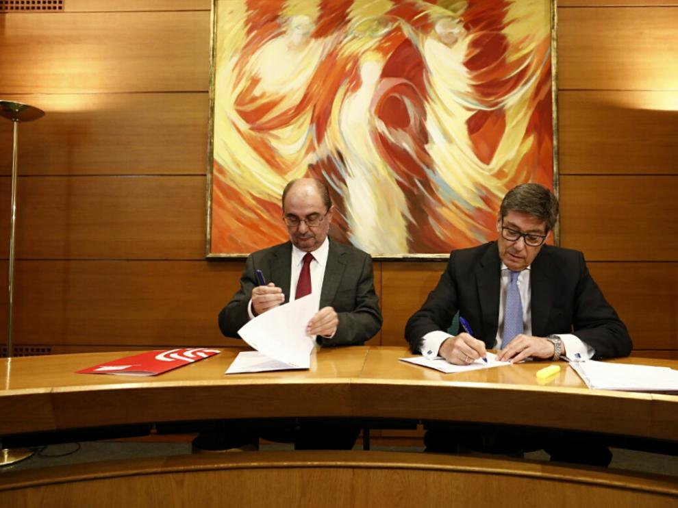 Lambán y Aliaga han firmado este jueves las bases de su gobierno de coalición en las Cortes de Aragón.