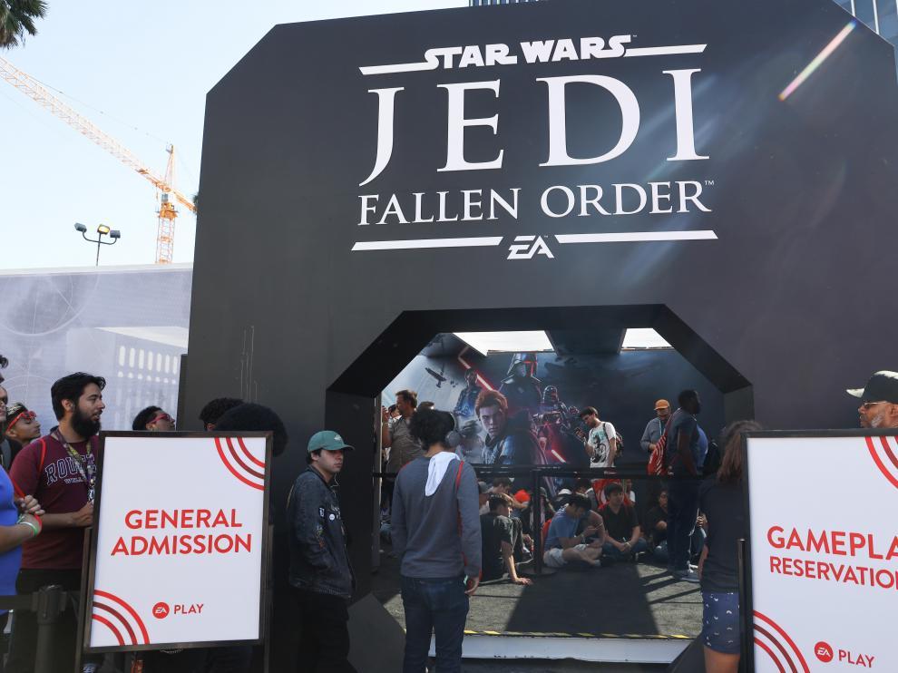 Fans y medios esperan para probar el nuevo juego de Star Wars