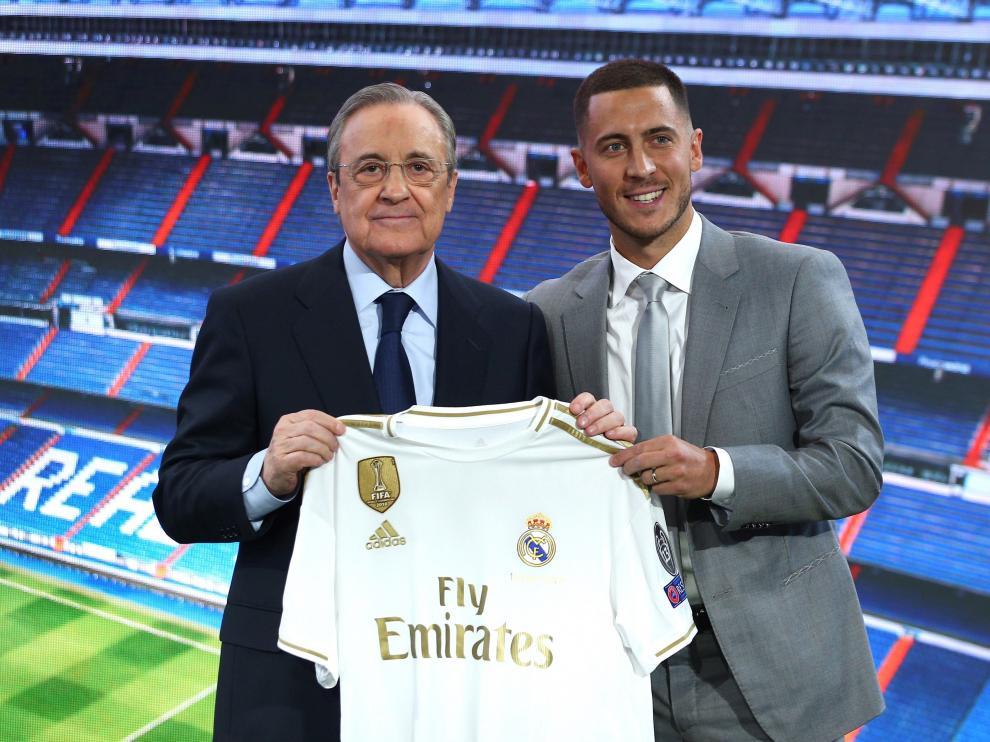 Florentino Pérez junto a Hazard en el Bernabéu.