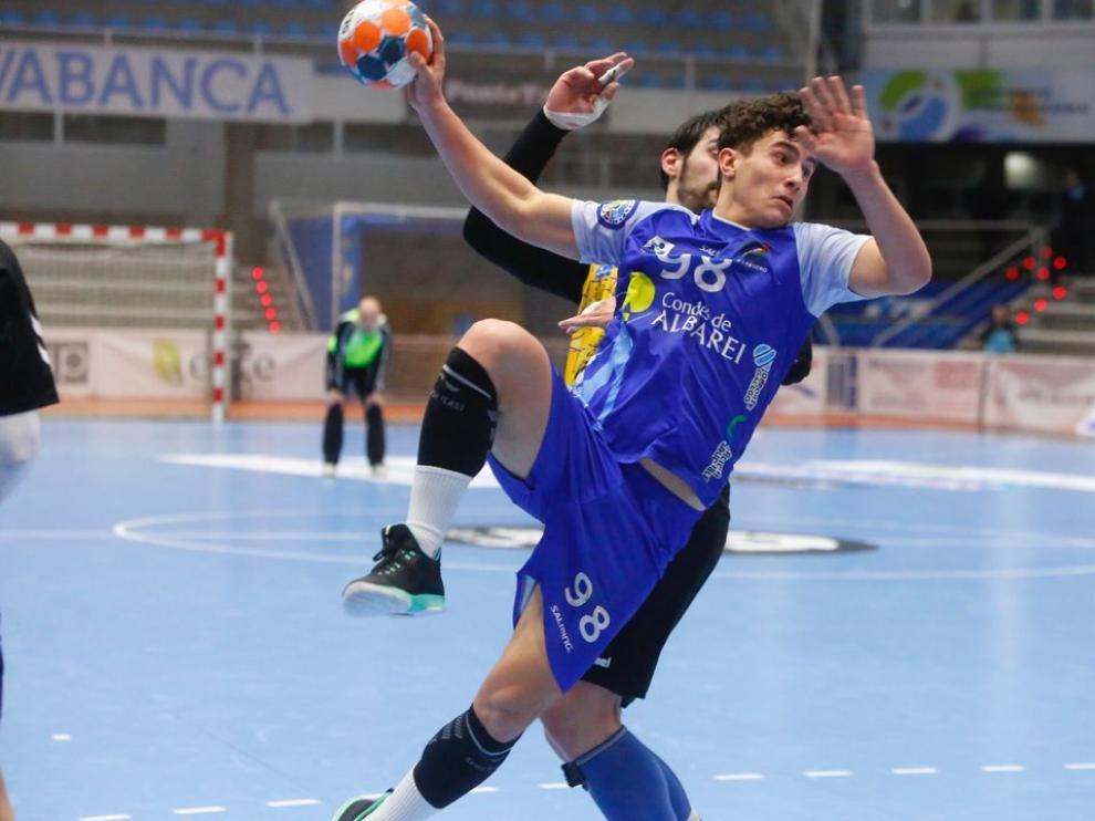 Sergio Pérez, en acción con la camiseta del Teucro.