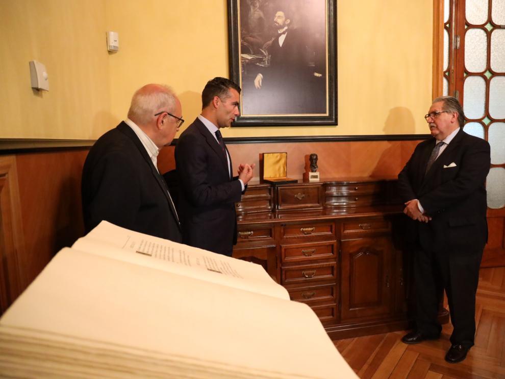 Carlos Alegre, sobrino bisnieto de Basilio Paraiso, Luis Ignacio Lucas (Bantierra) y Manuel Teruel (Cámara de Zaragoza).