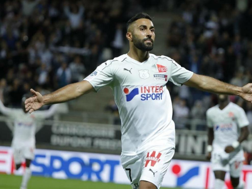 Ghoddos podría ser inhabilitado por la FIFA tras firmar dos contratos con Huesca y Amiens.