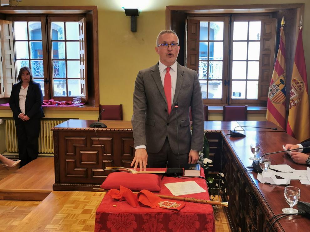 Juan Manuel Ramón tomando posesión como alcalde de Jaca