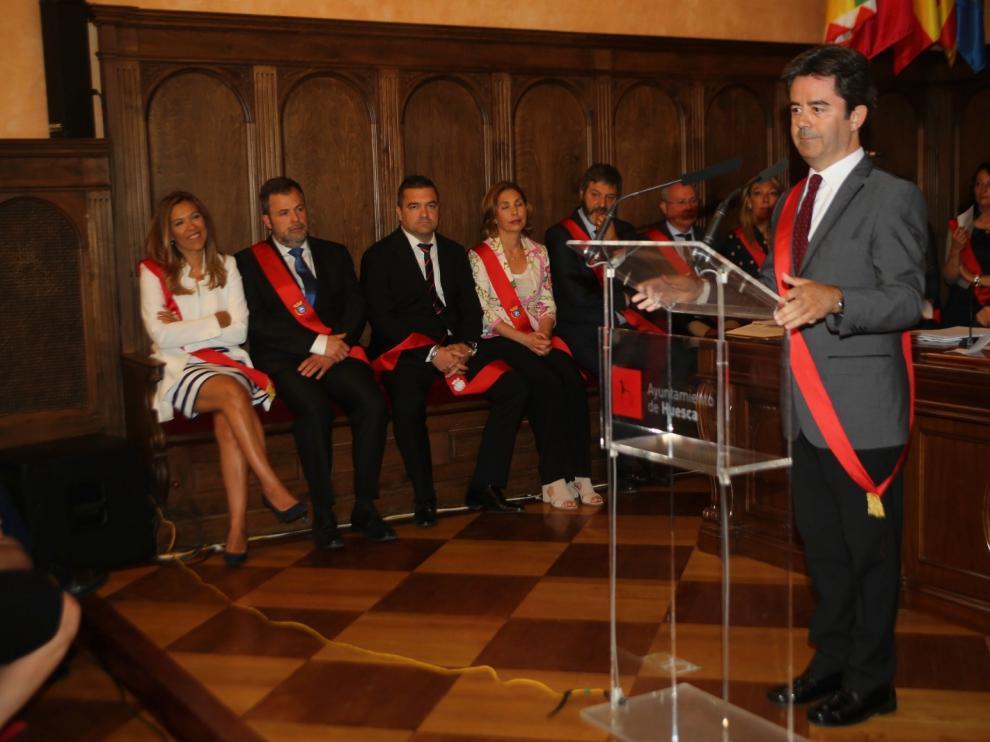 Luis Felipe es investido alcalde de Huesca por sorpresa.