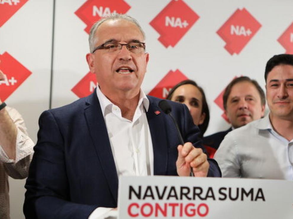 Enrique Suma, candidato conservador, en primer plano.