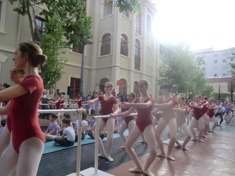 Imagen de archivo de la celebración del Día de la danza en el patio del conservatorio de Zaragoza.