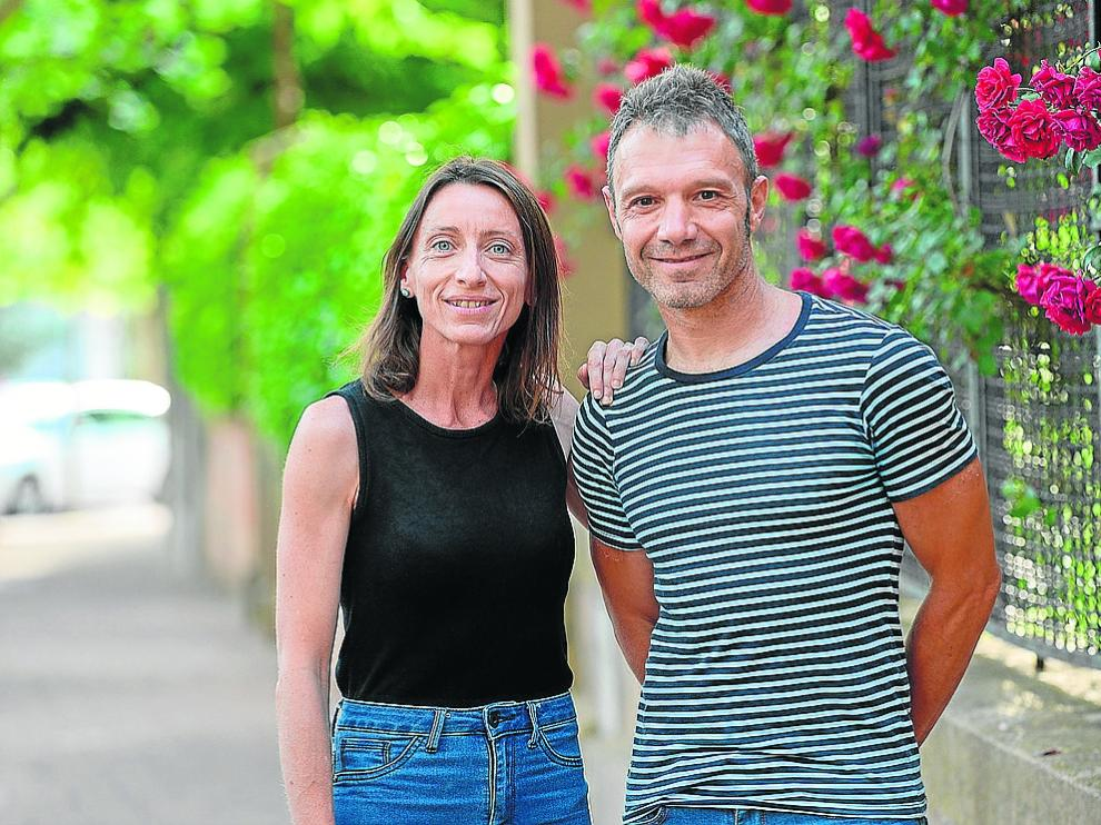 Pilar Catalán y Javier Magallón, autores del libro 'Lítica', en la capital turolense.