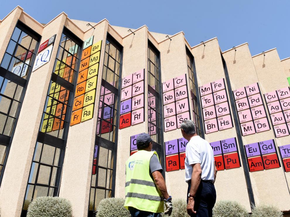 La Tabla Periódica más grande del mundo está en la fachada de la Facultad de Química de la Universidad de Murcia.