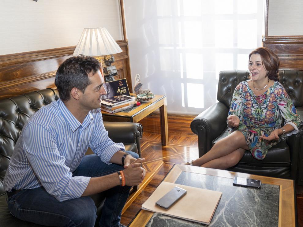 Reunion en el ayuntamiento de Teruel de la alcaldesa Emm Buj con elportavoz de Ciudadanos para formar un pacto de gobierno. Foto AntonioGarcia/bykofoto. 17/06/19 [[[FOTOGRAFOS]]]