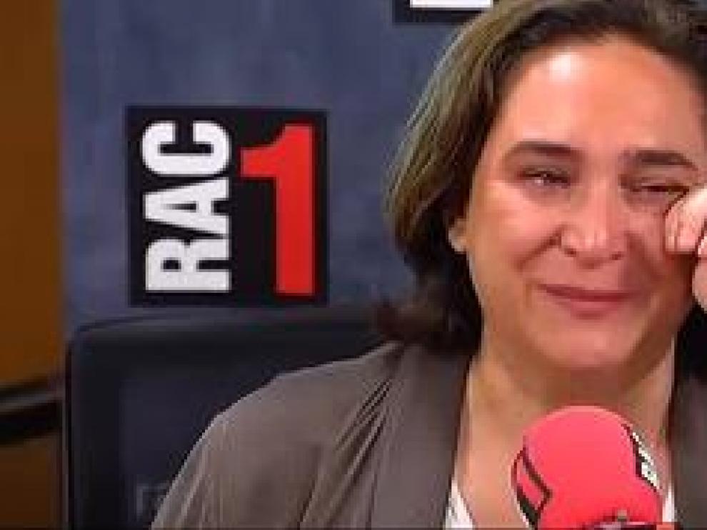 """La alcaldesa de Barcelona reconoce que han sido semanas """"muy duras"""" en las que se planteó tirar la toalla"""
