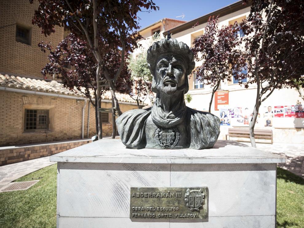 Busto de Abderramán III en Cadrete, antes de ser retirado de la plaza Aragón