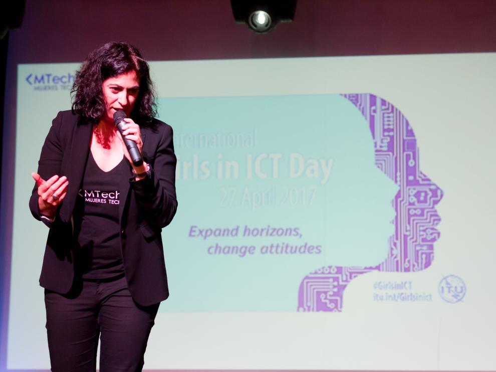 La filóloga oscense Cristina Aranda ofrece conferencias por todo el mundo.