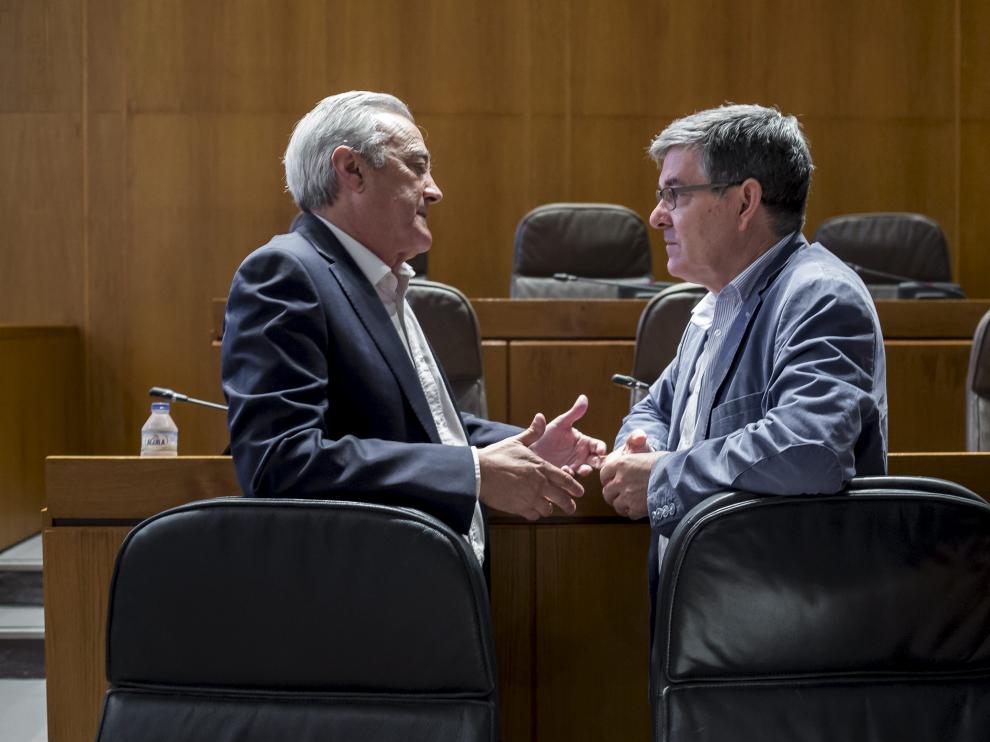 Javier Sada y Vicente Guillén, en un pleno de las Cortes de Aragón.
