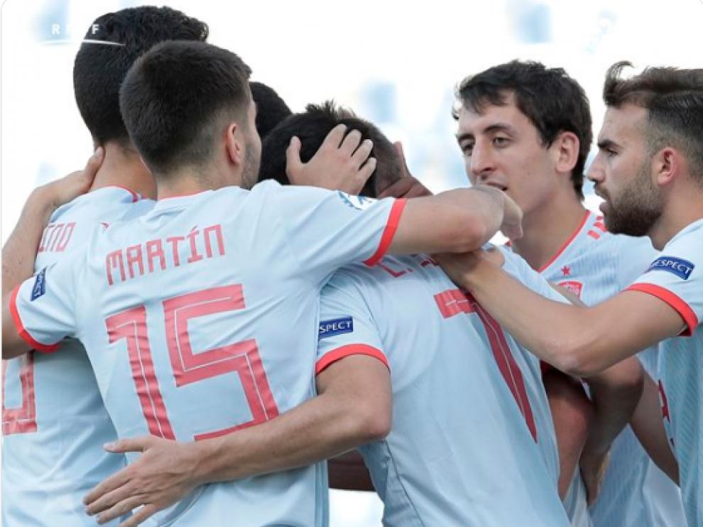 Los jugadores españoles celebrando la victoria.