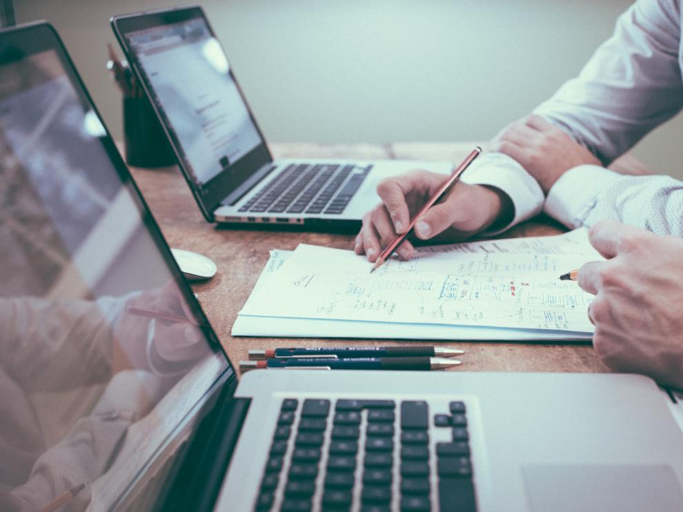 Puestos como los de director comercial, financiero o de organización son claves para el correcto funcionamiento de una empresa.