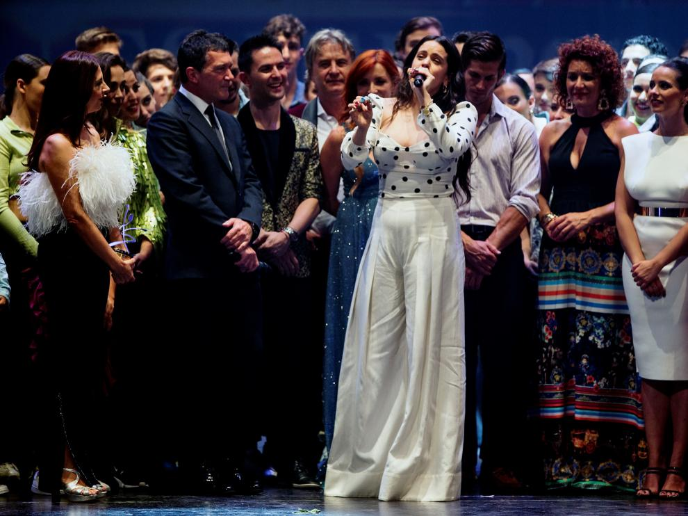Rosalía tras recibir el Premio de las Artes Escénicas 'Antonio Banderas'.