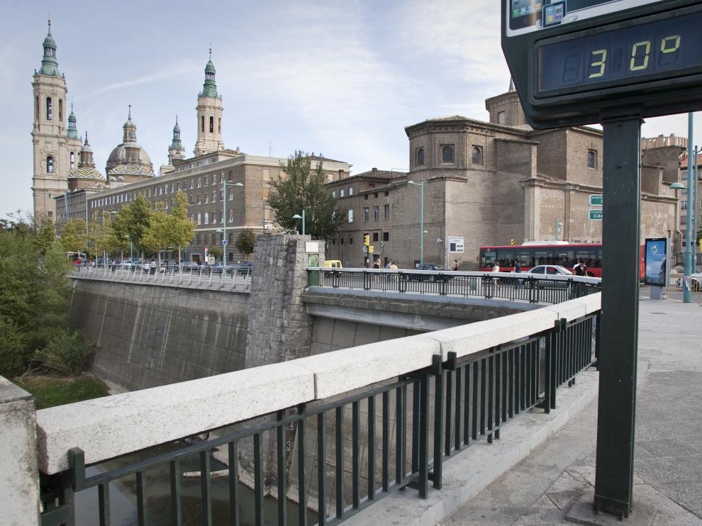 Un termómetro con 30 grados en Zaragoza