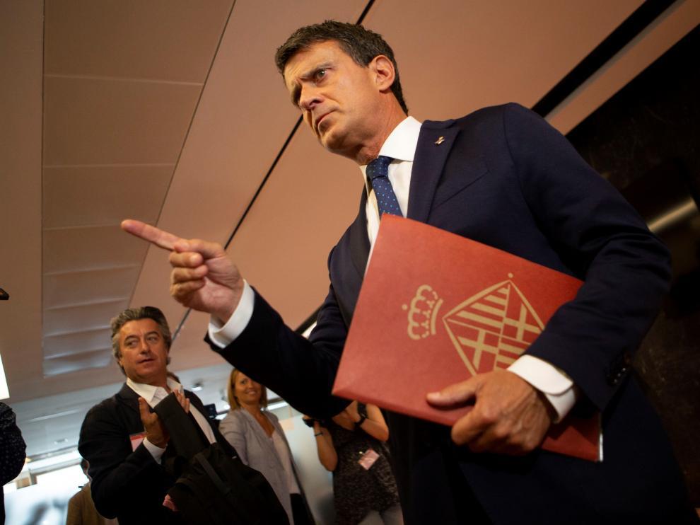 Valls carga contra Ciudadanos y seguirá como concejal en Barcelona.