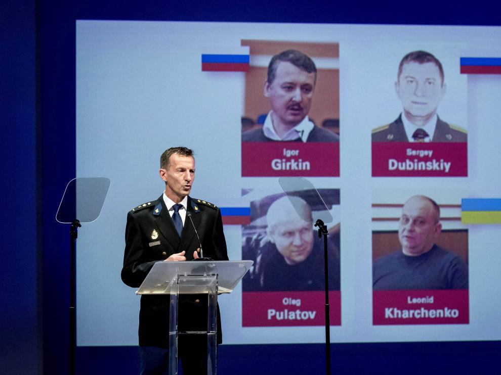 El miembro del equipo internacional de investigación del derribo del avión, Wilbert Paulissen, da una rueda de prensa.