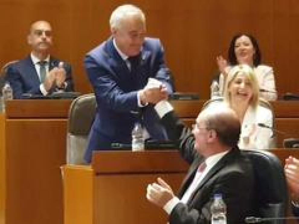 Este jueves se han constituido las Cortes de Aragón en su X legislatura. El socialista Javier Sada ha sido elegido presidente de esta cámara y los diputados han jurado o prometido su cargo con distintas fórmulas.