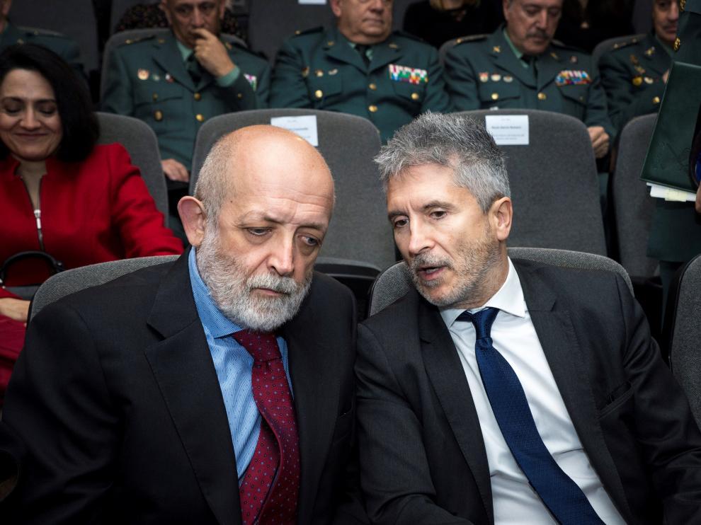 El director general de la Guardia Civiul, Féliz Azón, (a la ziquierda), con el ministro del Interior, Fernando Grande Marlaska.