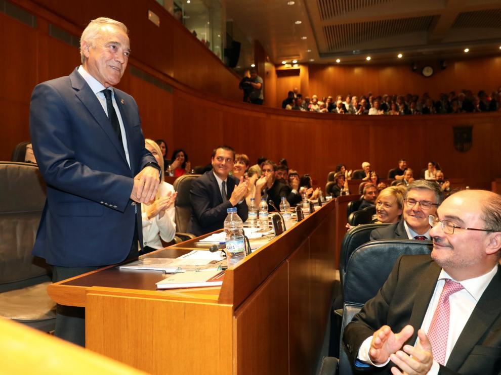 El socialista Javier Sada tras ser proclamado nuevo presidente de las Cortes.