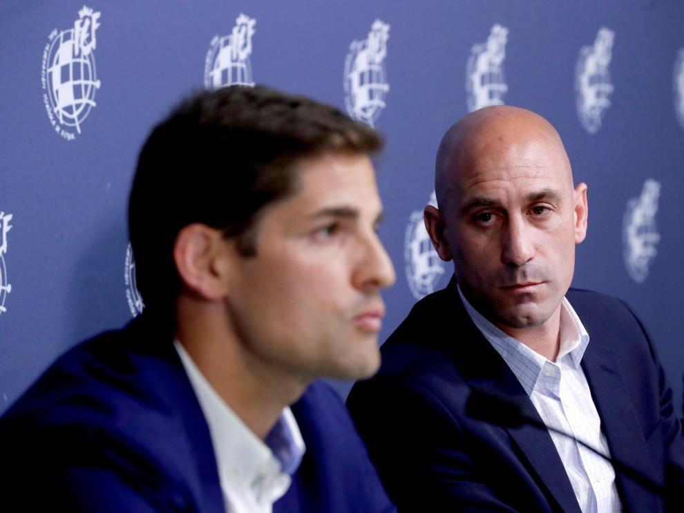 Robert Moreno, nuevo entrenador de la selección española, junto a Luis Rubiales.