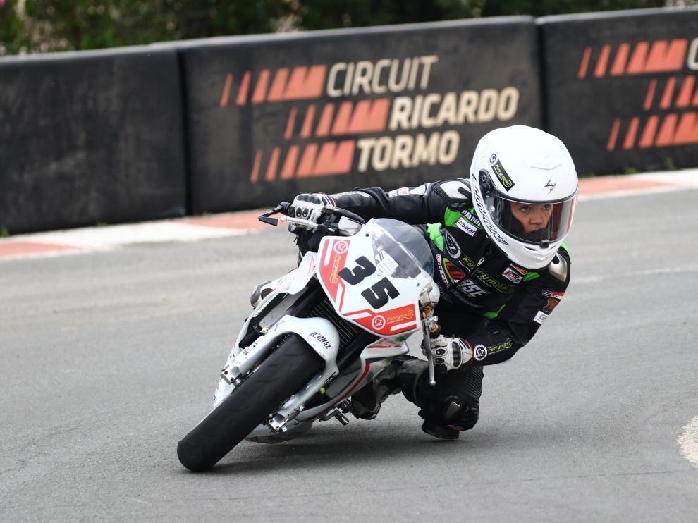 El piloto zaragozano Miguel Bernal, en acción en una carrera en el circuito Ricardo Torm