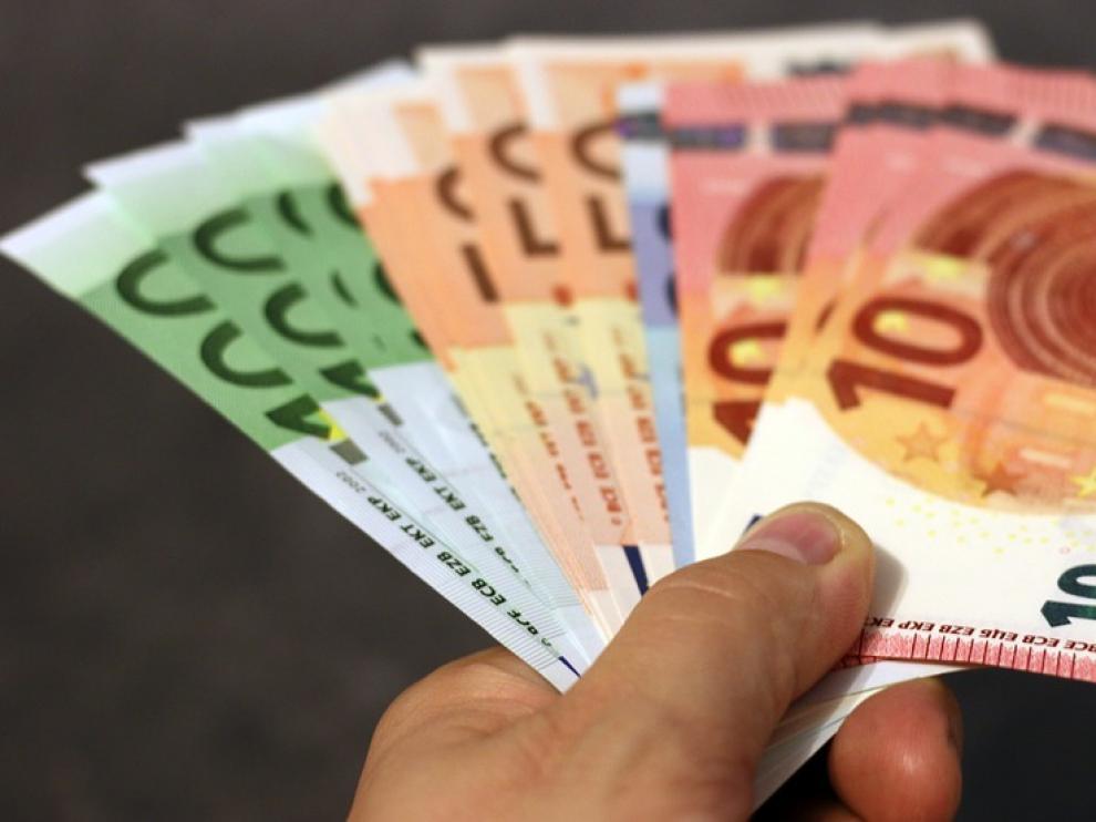 El sueldo medio anual de los aragoneses se situó en 2017 en 23.039,94 3,6 euros.