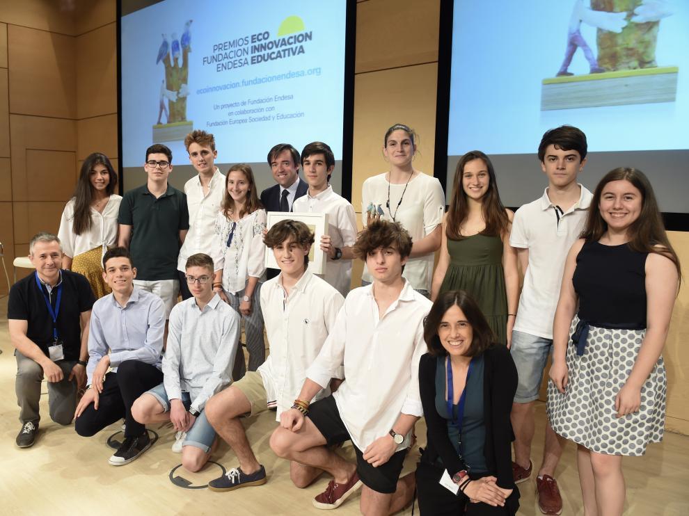Los ganadores del colegio Sagrado Corazón – Corazonistas La Mina, ganador de la categoría 2 de los premios Ecoinnovación.