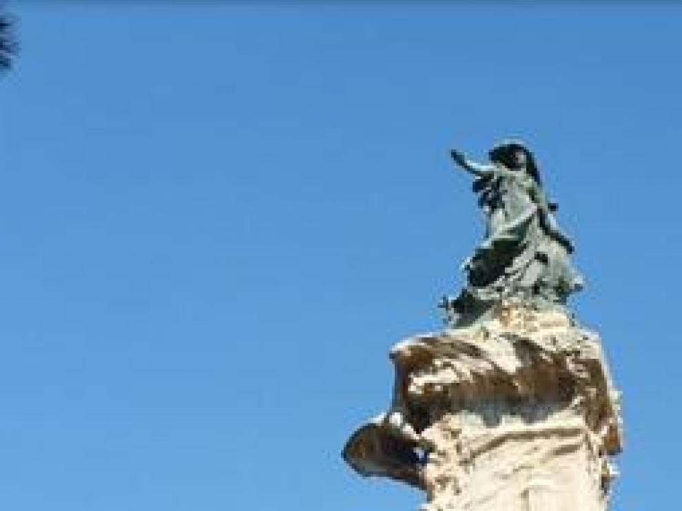 En el monumento de Los Sitios, en Zaragoza, se une con delicadeza la piedra y el bronce. Se diseñó con motivo de la Exposición Hispano - Francesa de 1908 y es considerada una de las obras más representativas del modernismo zaragozano.
