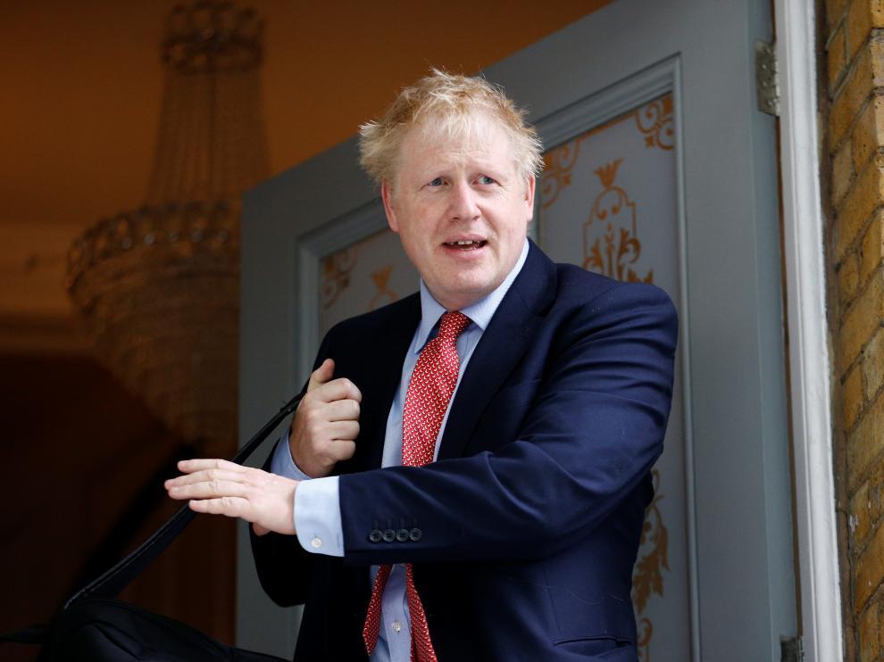 Boris Johns, en la puerta de su casa en Londres