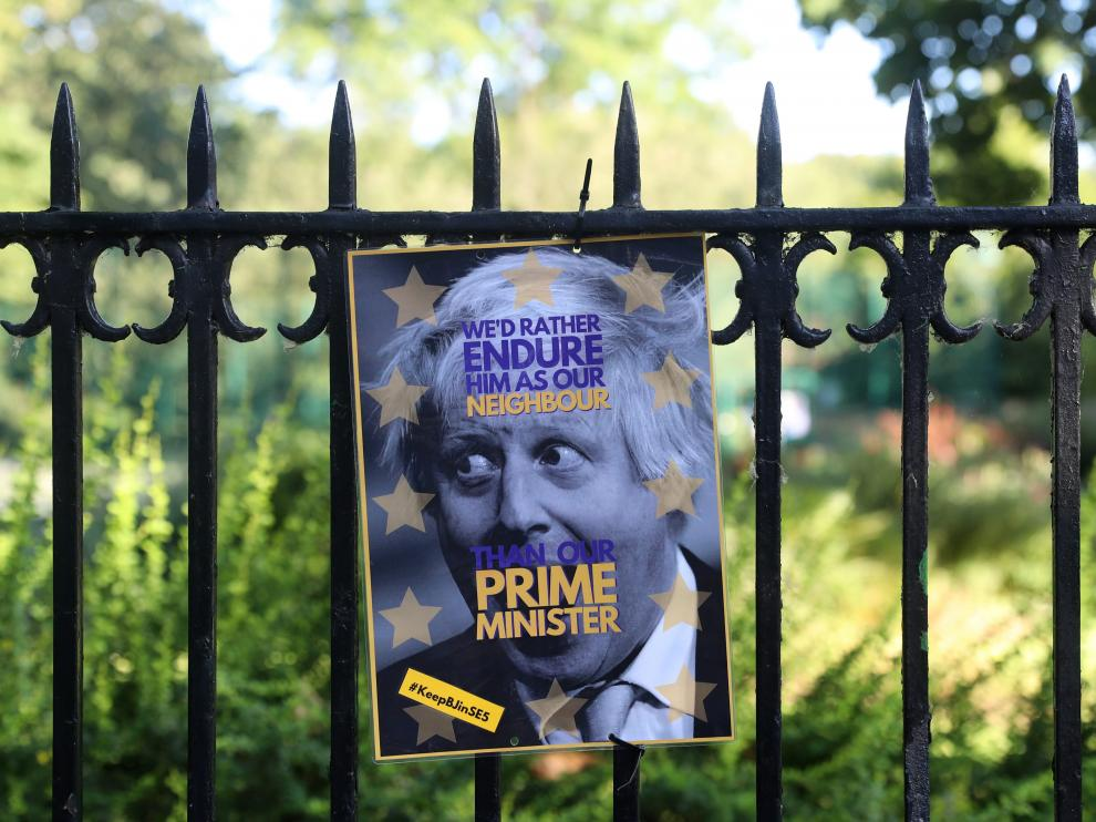Cartel contra Boris Johnson cerca de su casa