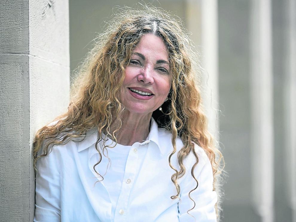 La escritora Ángela Becerra publica la novela 'Algún día, hoy'.