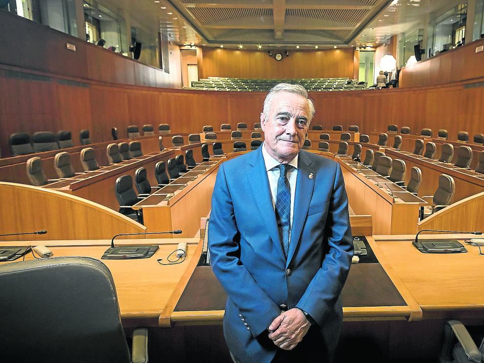 El socialista Javier Sada, tras su elección como presidente de las Cortes de Aragón, en el hemiciclo.
