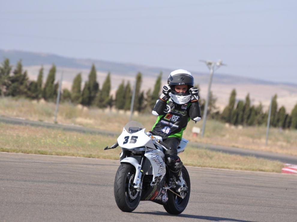 El zaragozano Miguel Bernal celebra los dos podios en el Circuito Internacional de Zuera