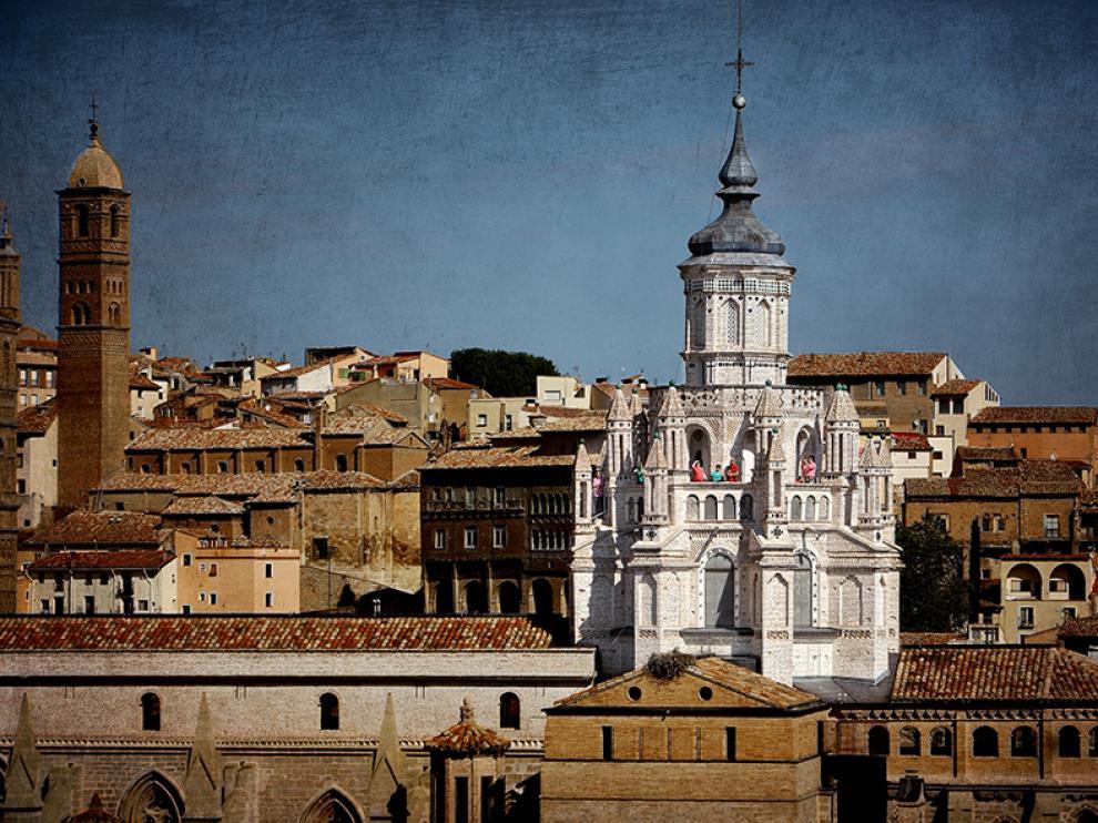 Visitantes en la terraza de la catedral de Tarazona.