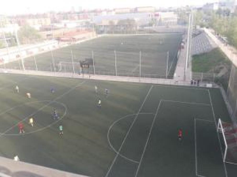 La agresión sucedió en el campo de la Federación Aragonesa de Fútbol en el barrio del Actur.