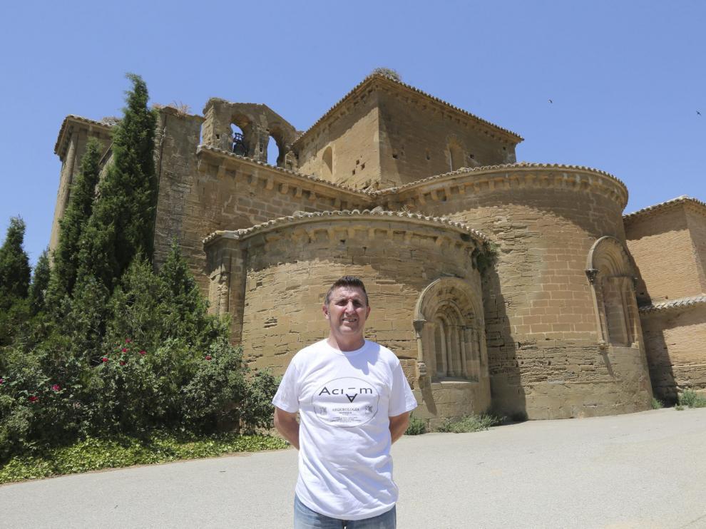 El Alcalde de Villanueva de Sijena, Alfonso Salillas ante en monasterio de Sijena  /Foto Rafael Gobantes /  6-7-16