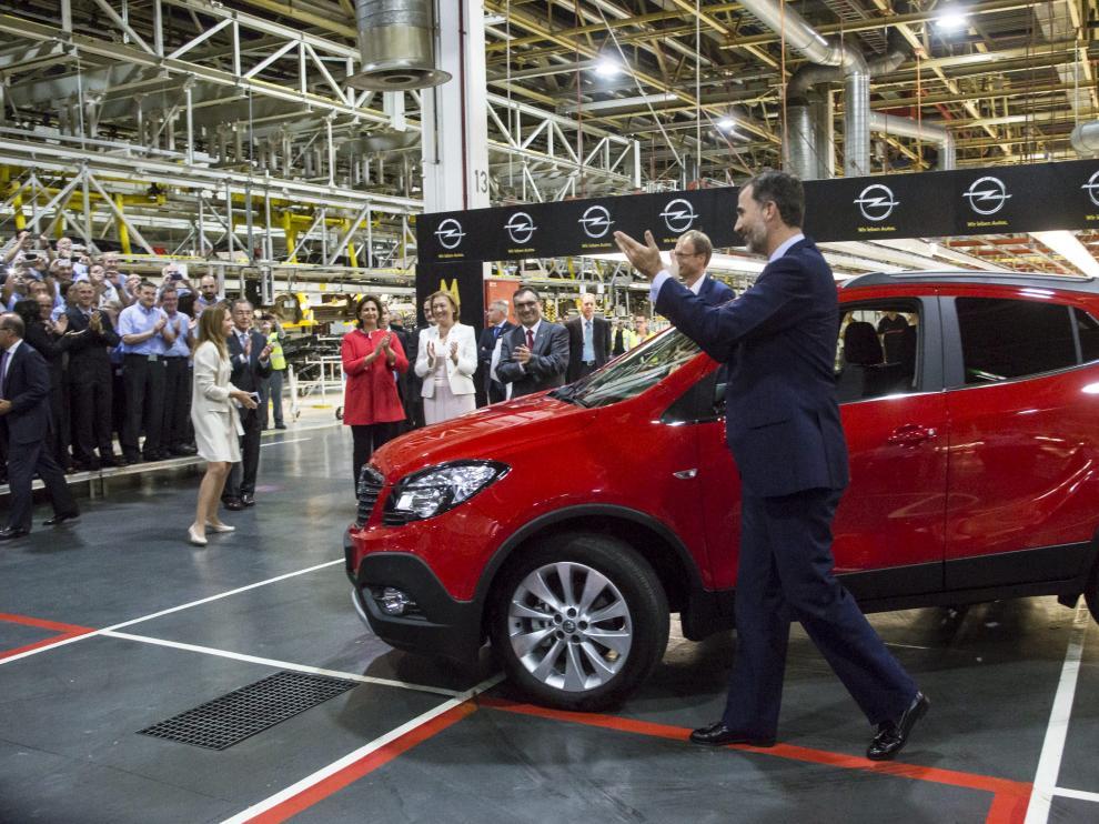 Imagen de archivo de cuando el Rey Felipe VI visitó el 12 de septiembre de 2014 la planta de Opel, al inicio del lanzamiento del Mokka