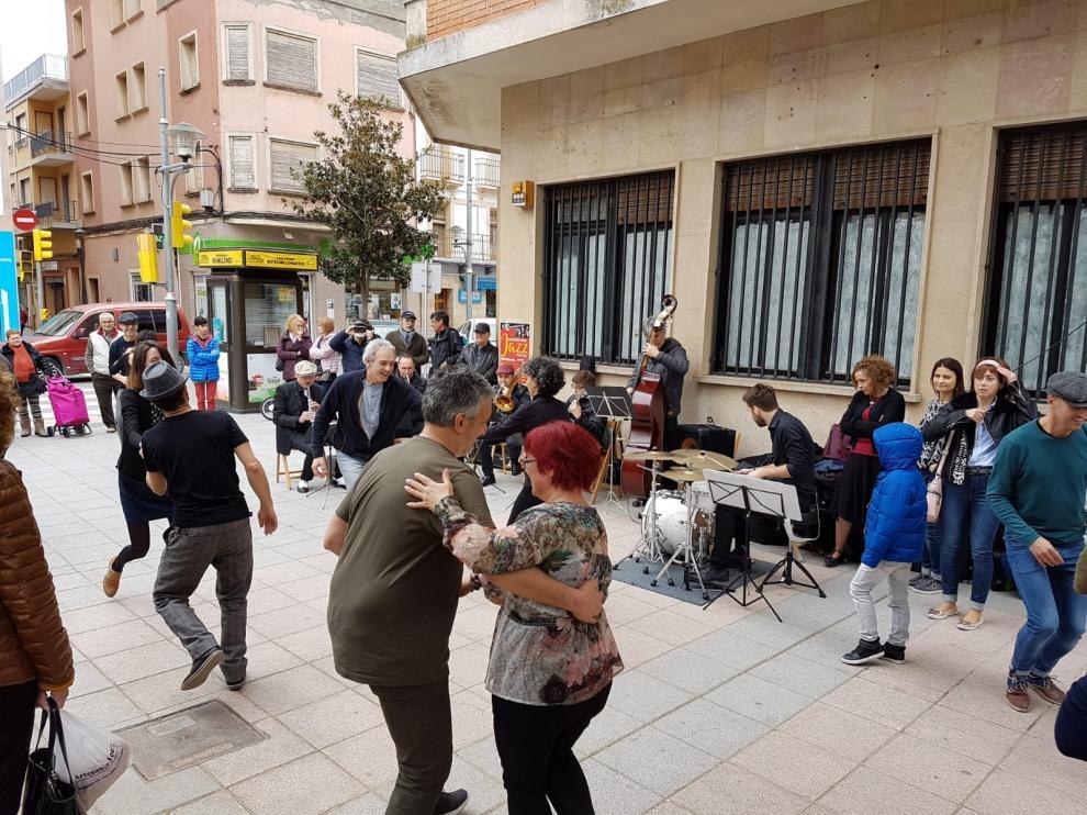 Swing en las calles de Binéfar en un evento de 2018.