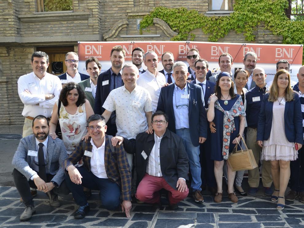 Foto de familia de los socios de la recién constituida red BNI en Zaragoza.
